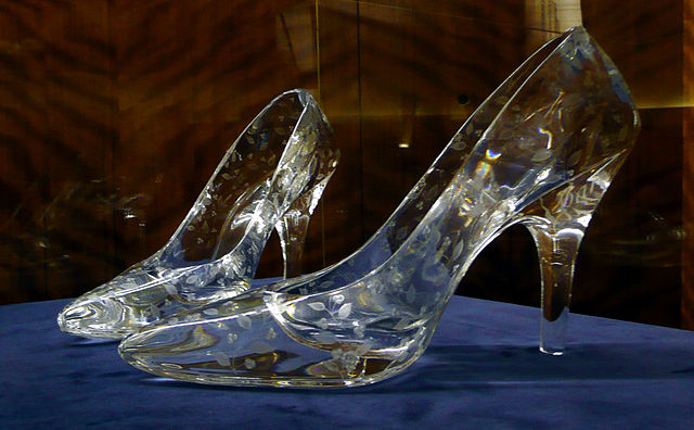 640px-Glass_slippers_at_Dartington_Crystal.jpg