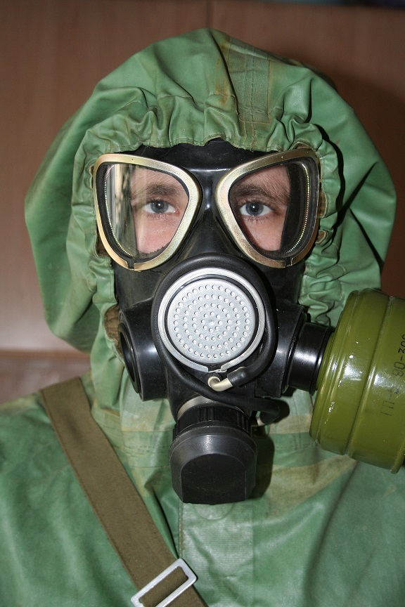 Russian_gas_mask_%D0%9F%D0%9C%D0%9A-2.jpg