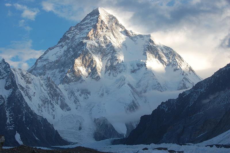 800px-K2%2C_Mount_Godwin_Austen%2C_Chogori%2C_Savage_Mountain.jpg