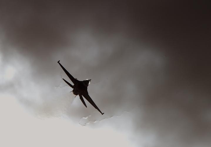 飛行機(F-15)・PAKUTASO.jpg