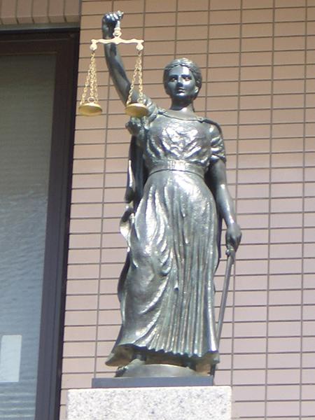 正義の女神像.jpg