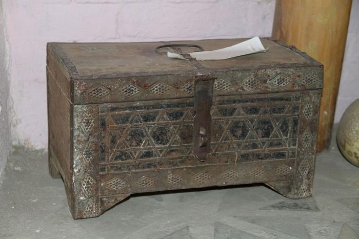 Old_box_in_Samarkand.jpg