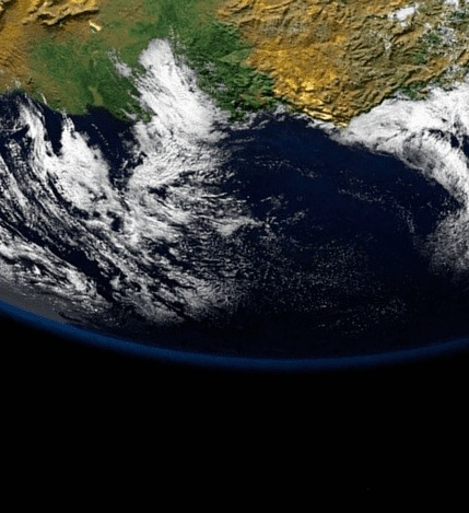 見上げた地球